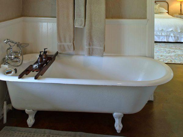 Andbeyond-kirkmans-kamp-bathtub