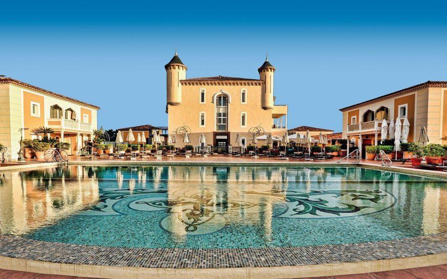 le chateau de la messardiere pool