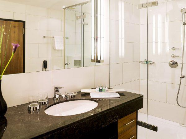 Bellevue Palace Deluxe Bathroom