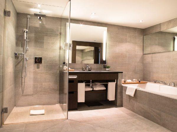 Crans Ambassador Prestige Suite Bathroom
