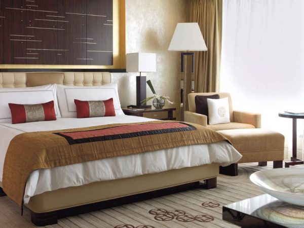 Four Seasons Hotel Hong Kong Deluxe Suite