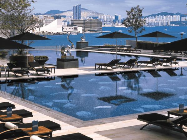 Four Seasons Hotel Hong Kong Swimming pool