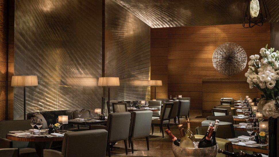 Four Seasons Hotel Hong Kong The Lounge