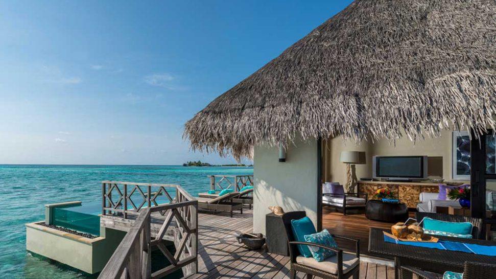 Four Seasons Resort Maldives at Kuda Huraa Poolside Bar