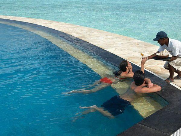 Four Seasons maldives at kuda huraa Poolside Bar