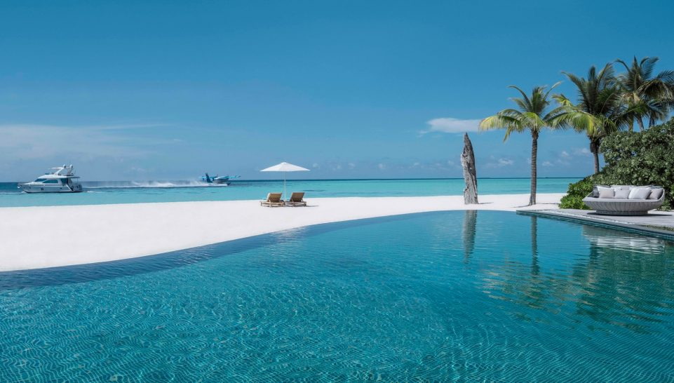 Four Seasons maldives private island at voavah pool
