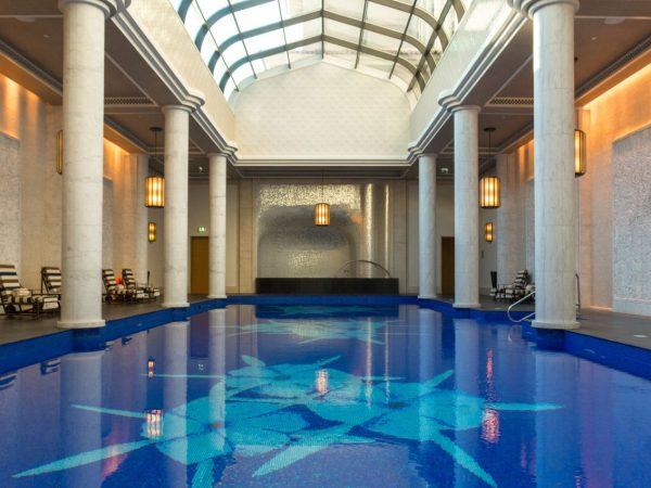 Four seasons resort dubai jumeirah Pearl Spa indoor heated pool