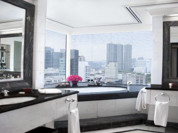 The Peninsula Hong Kong Grand Deluxe Harbour View Suite Bathroom