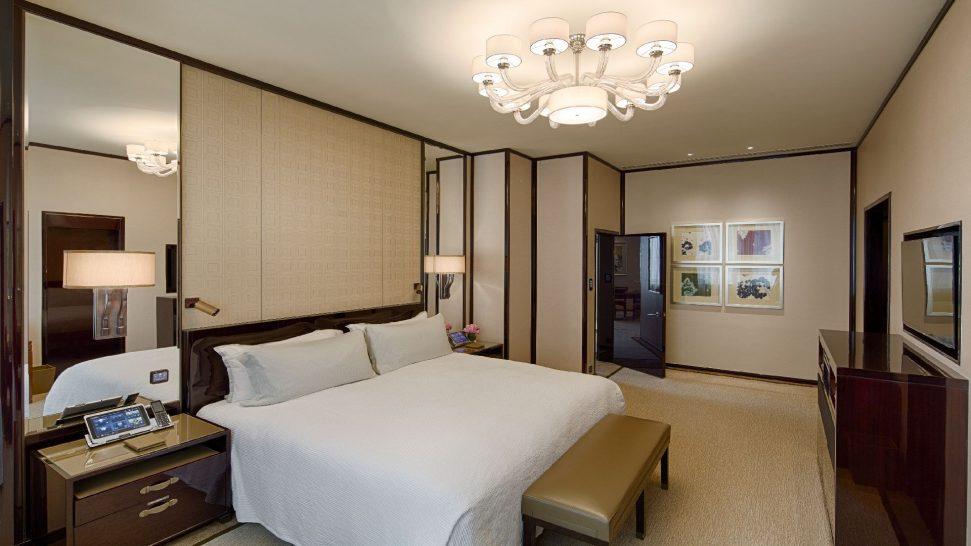The Peninsula Hong Kong Deluxe Suite Bedroom