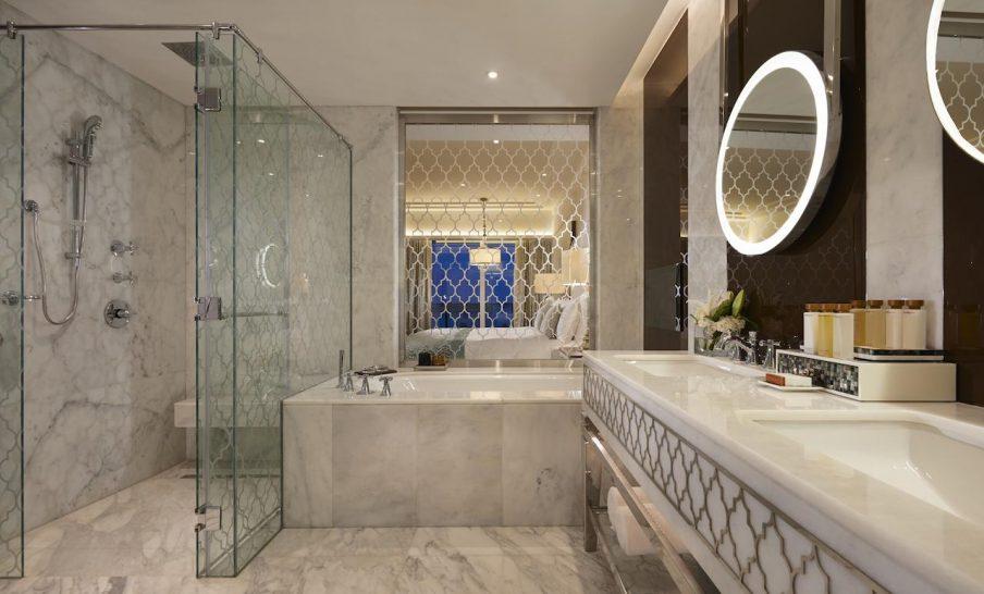 Waldorf Astoria Dubai Palm Jumeirah Deluxe Room Bathroom