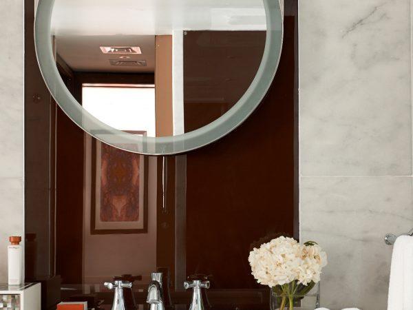 Waldorf Astoria Dubai Palm Jumeirah king bathroom