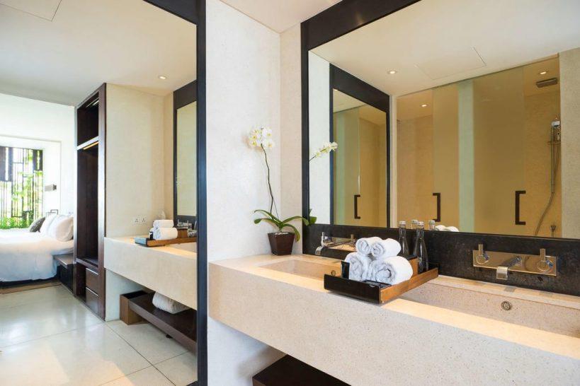 Alila Seminyak king bed deluxe bathroom