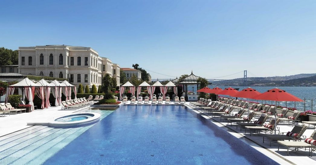 Four Seasons Hotel Istanbul at the Bosphorus pool