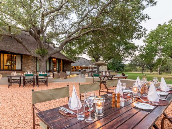 Makanyi Private Game Lodge Dining