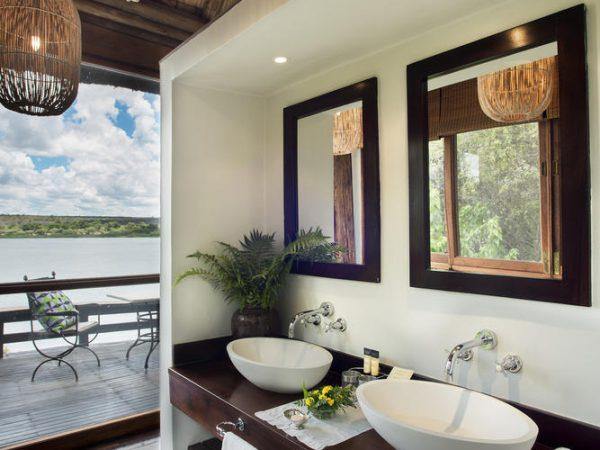 Royal Chundu Zambezi River Lodge bathroom