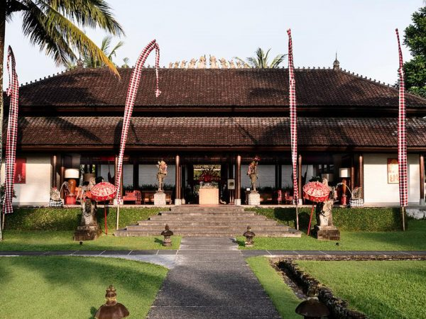 The Chedi Club Tanah Gajah Ubud Pathway to the lobby