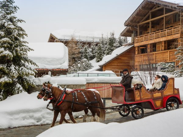 Four Seasons HotelFour Seasons Hotel Megève Front Horse Riding