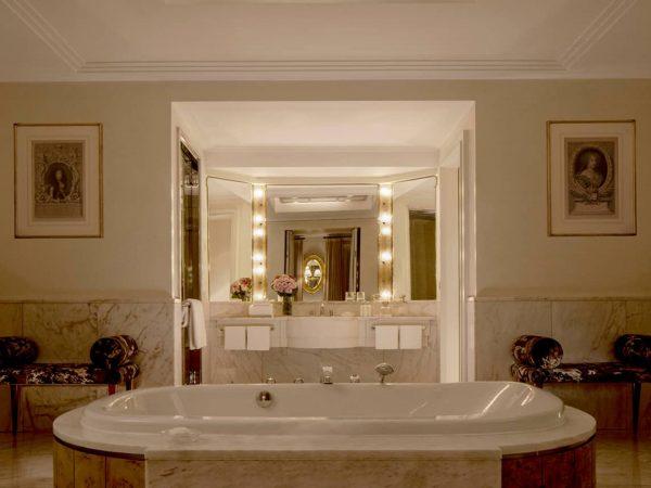 Four Seasons Hotel Milan Bathroom