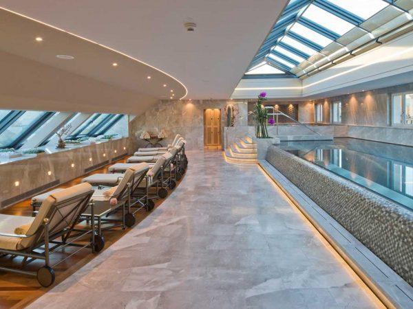 Four Seasons Hotel des Bergues Geneva Pool