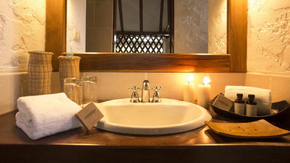 Inkaterra Hacienda Concepcion Bathroom