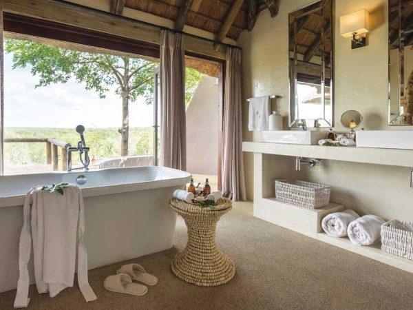 Leopard Hills Bathroom