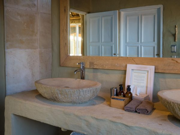 Little Kulala Lodge Bathroom