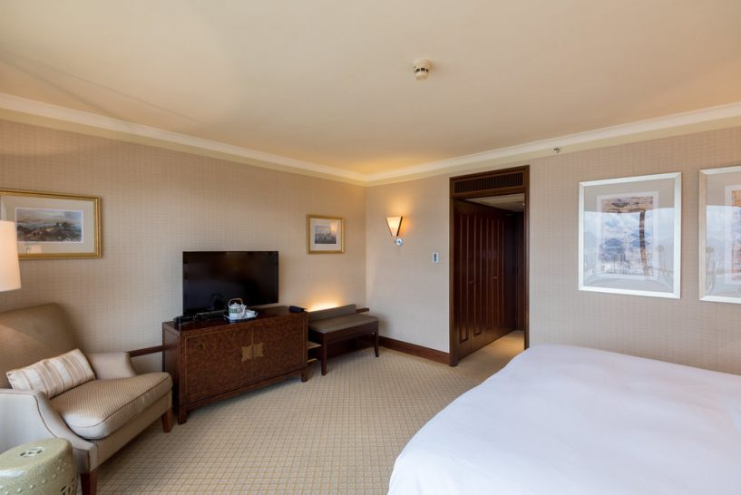 Conrad Hong Kong king Bed Deluxe Harbour View Room