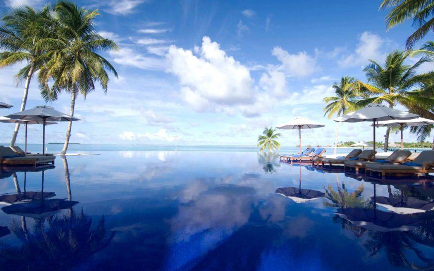Conrad Maldives infinity pool