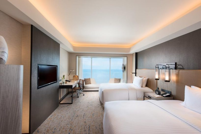 Conrad Manila Panorama Bay View Twin Deluxe Room
