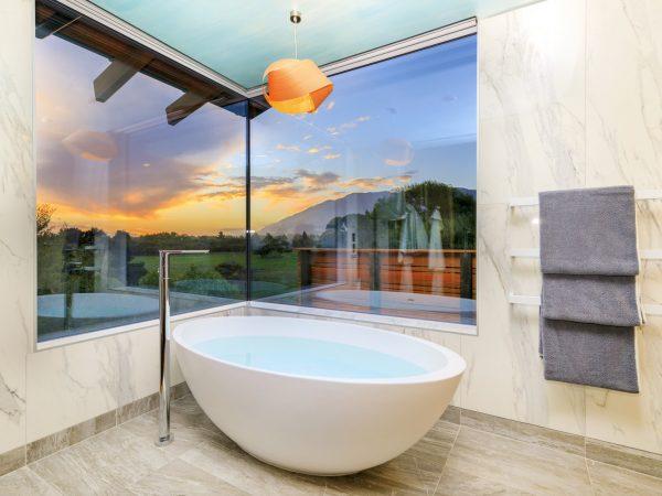 Hapuku Lodge Tree House Bathroom