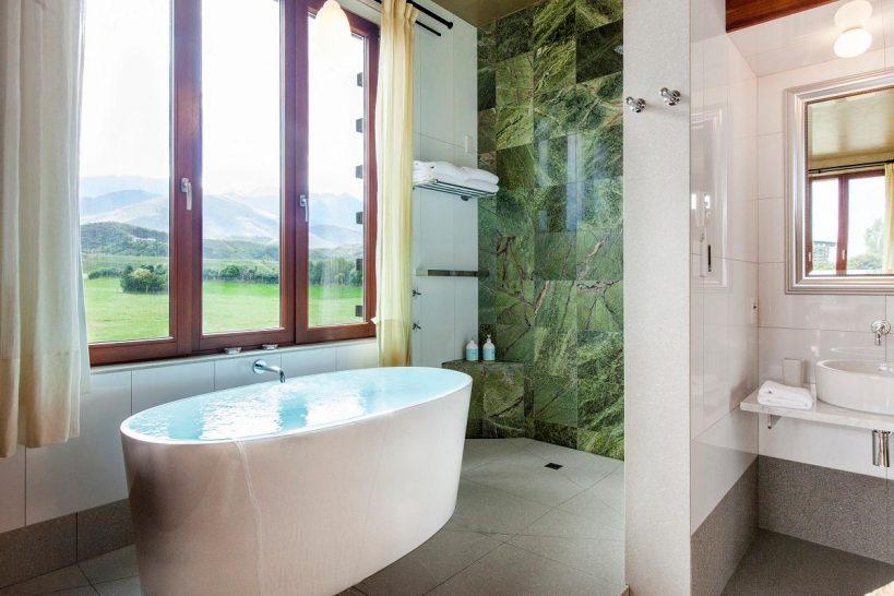 Hapuku Lodge and Tree Houses New Zealand Hapuku Room Bath