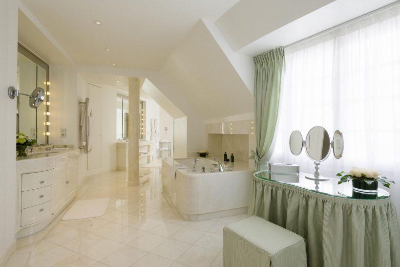 Le Bristol Hotel Paris Honeymoon suite bathroom