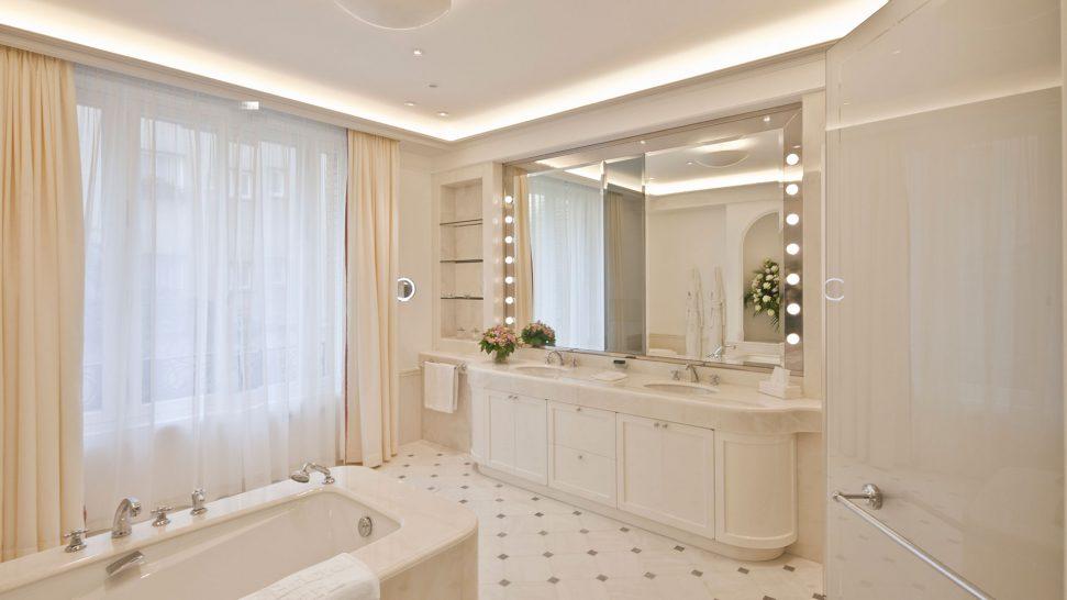Le Bristol Hotel Paris Imperial suite bathroom