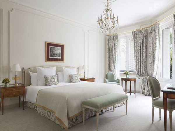 Le Bristol Paris Deluxe Room