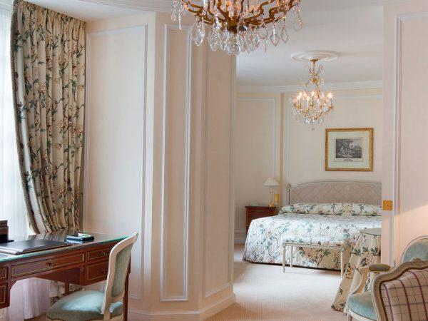 Le Bristol Paris Junior Suite Deluxe