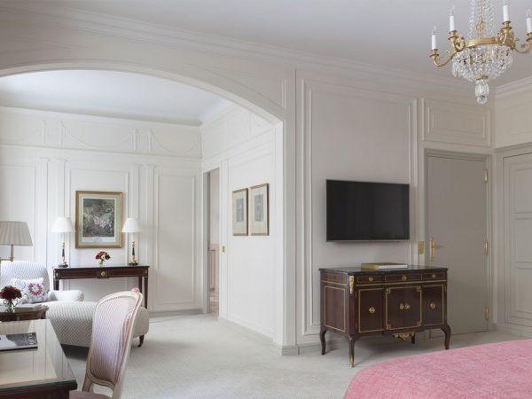 Le Bristol Paris Luxury Suite