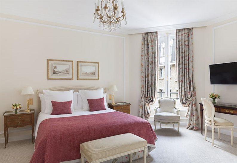 Le Bristol Paris Superior Room