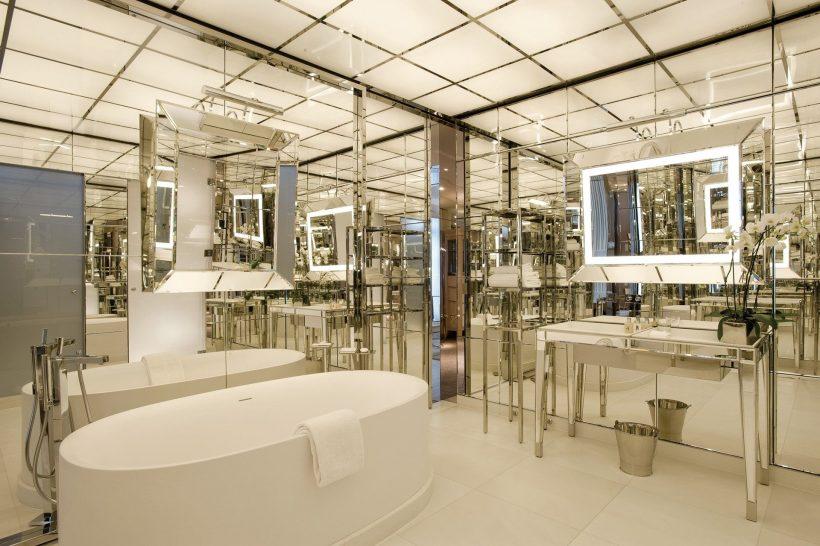 Le Royal Monceau Raffles Executive Room Bathroom