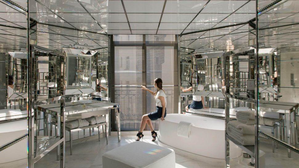 Le Royal Monceau Raffles Suite Bathroom