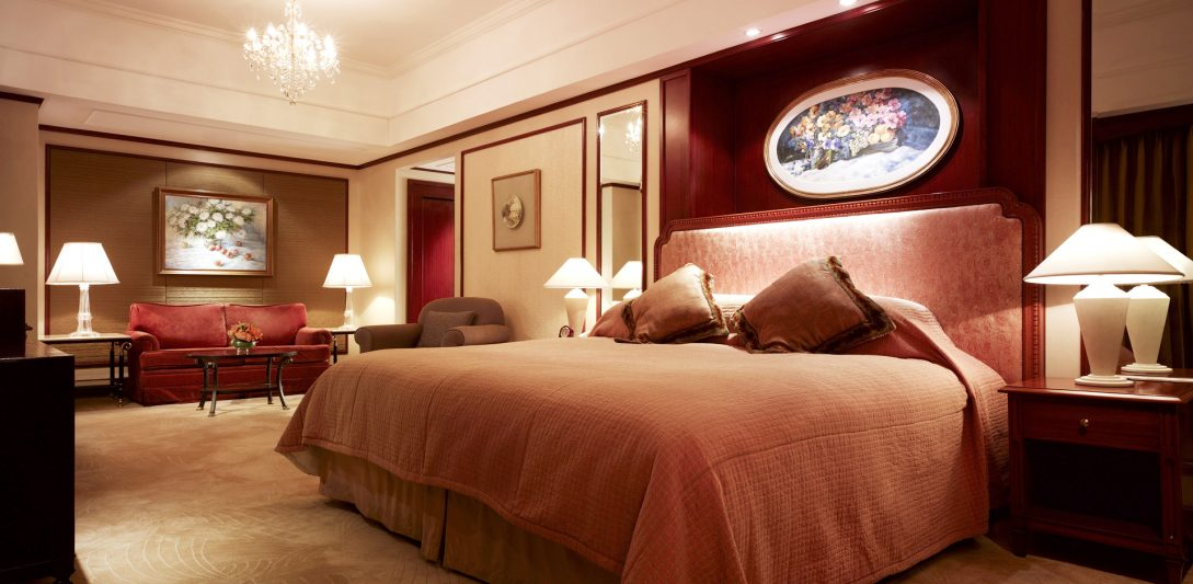 The Luxe Voyager: Luxury Travel   Luxury Vacations