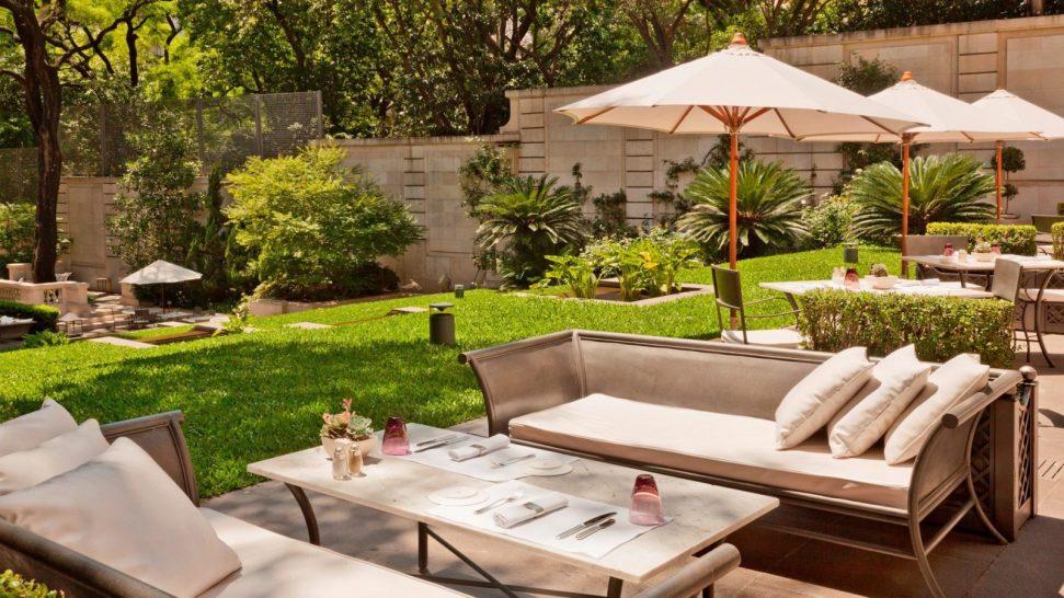Palacio Duhau Park Hyatt Buenos Aires Pool Gioia Restaurante Terrace