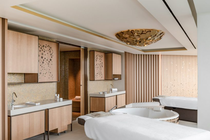 Royal Champagne Hotel and Spa Treatment Room