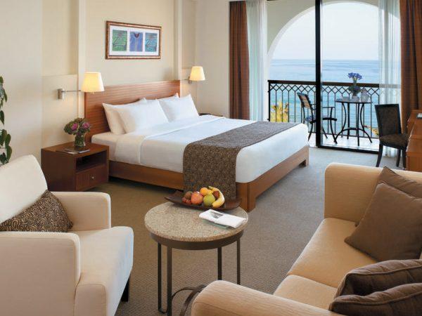Shangri La Barr Al Jissah Resort and Spa Deluxe Sea View Room