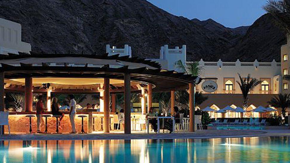 Shangri La Barr Al Jissah Resort and Spa Pool Bars