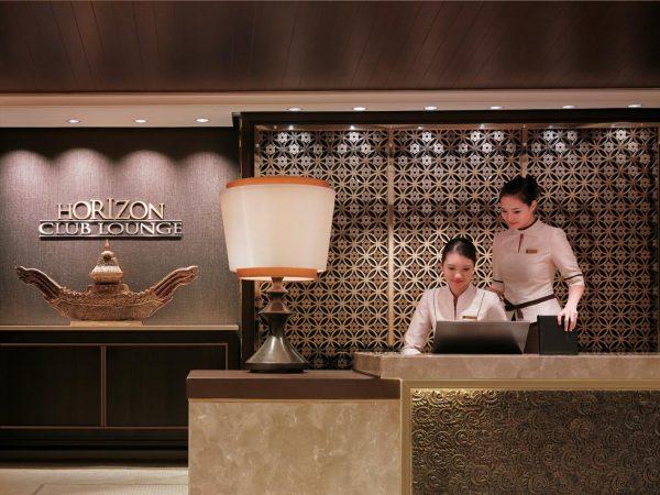 Shangri La Hotel Bangkok Entrance