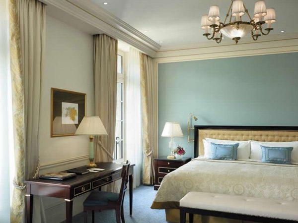 Shangri La Hotel Paris Deluxe Room