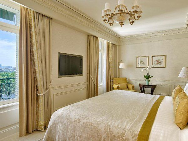 Shangri La Hotel Paris Junior Suite