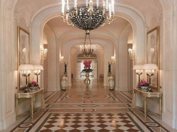Shangri La Hotel Paris Lobby