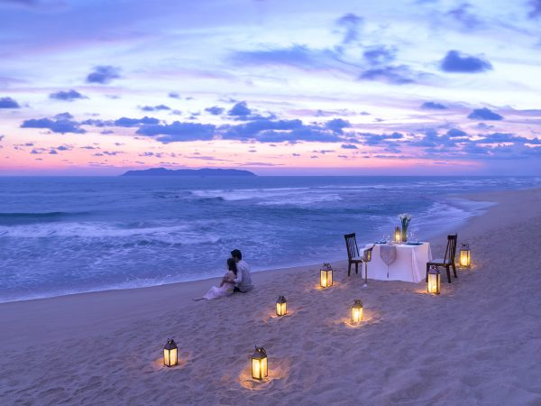 Shangri La's Sanya Resort and Spa Hainan Beach Side Romantic Dinner