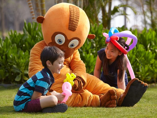 Shangri La's Sanya Resort and Spa Hainan Playing with Loo Hoo
